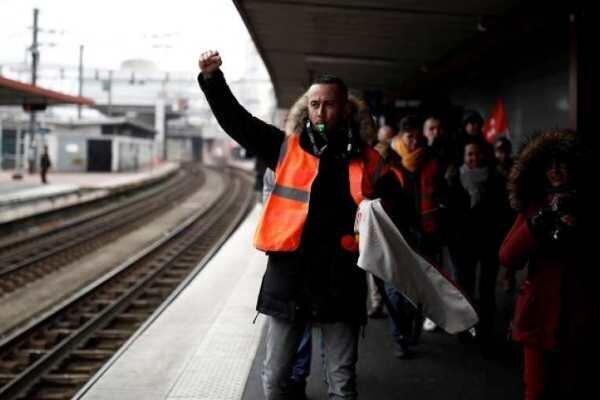 اعتصاب سراسری فرانسه وارد دومین روز خود شد