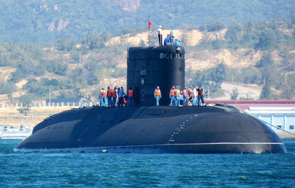فیلم، جابجایی زیردریایی عظیم الجثّه نیروی دریایی ارتش