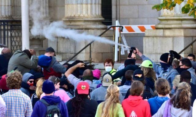 نیروهای فدرال به معترضان در کارولینای شمالی حمله کردند