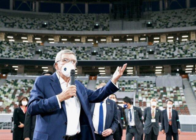 بازدید باخ از دهکده و استادیوم ملی المپیک، اعتراض گروهی از ژاپنی ها به برگزاری بازی ها