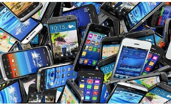 اهدای 102 گوشی هوشمند به دانش آموزان نیازمند در ناحیه 2 بهارستان