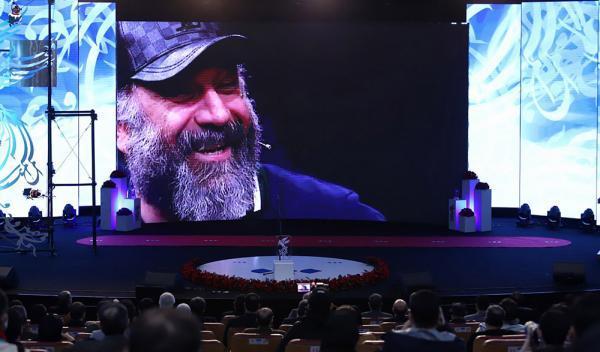 ویدئو، بزرگداشت علی انصاریان در اختتامیه جشنواره فجر