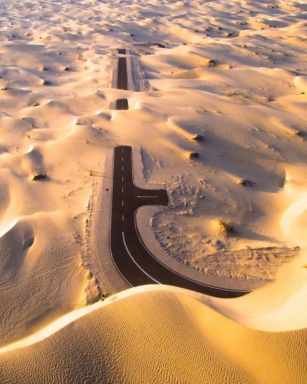 کشف جاده ای عجیب و متروکه در دل صحرای امارات